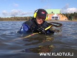 Пляжный поиск в воде с подводным металлоискателем Excalibur.